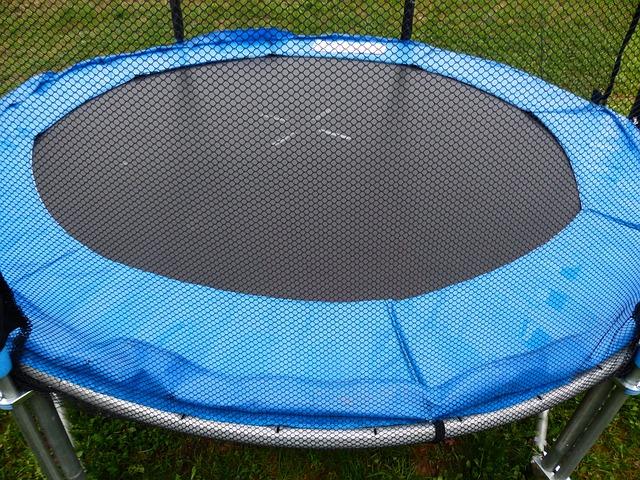 trampolina s ochrannou sítí